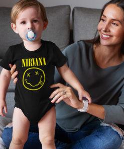 Une mère et son bébé portant un body Nirvana noir