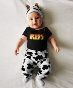 Bébé portant un body du groupe de rock KISS de couleur noire