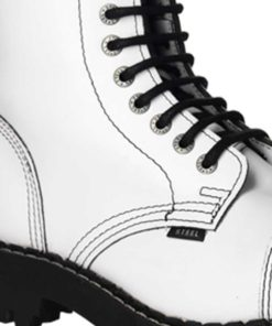 Chaussures coquées blanches (gros plan)