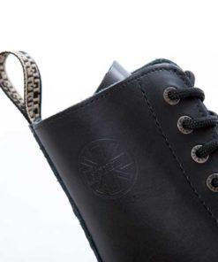 Chaussure coquée en gros plan