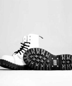 Paire de chaussures coqueés blanches 8 trous