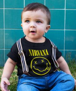 Bébé portant un t-shirt Nirvana noir et jaune