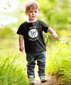 Petit garçon portant un t-shirt rock / metal pour enfant