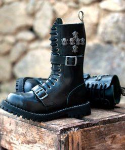 Paire de boots noires coquées
