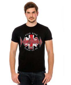 T-Shirt DEF LEPPARD noir porté par un homme