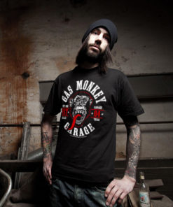 Homme portant un t-shirt Gas Monkey Garage noir