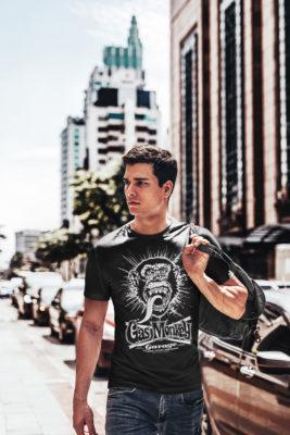 Homme portant un T-shirt Gas Monkey Garage