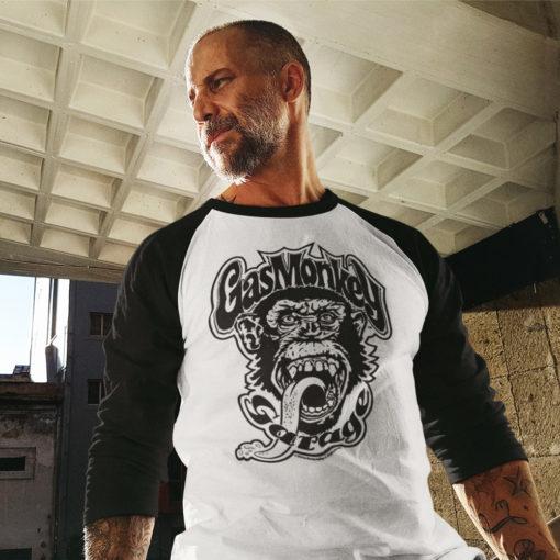 Homme portant un T-shirt Gas Monkey Garage à manches longues