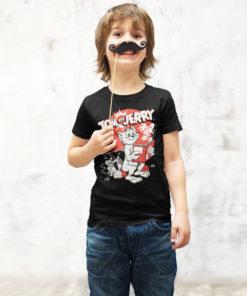 Jeune garçon portant un T-shirt Tom et Jerry pour enfant de couleur noire