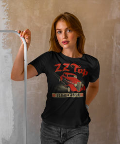 "Femme portant un T-shirt ZZ Top ""Eliminator"" noir"