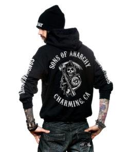 Homme de dos portant une veste Sons of Anarchy (SOA) noire