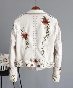 Veste rock pour femme blanche en simili cuir avec broderies florales (vue de dos)