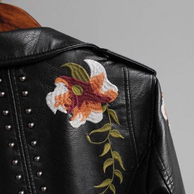 Veste Rock pour Femme : détail d'une fleur brodée