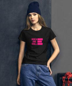 T-shirt Rock and Roll rose et noir porté par une femme