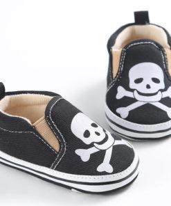 Chaussures pour bébé de couleur noire avec tête de mort
