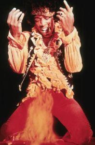 Jimi Hendrix et son look rock très coloré