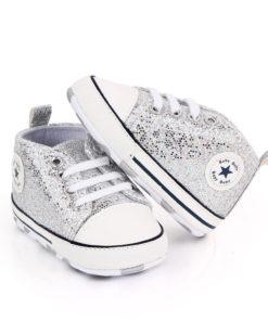 PAire de chaussure argentées pour bébé