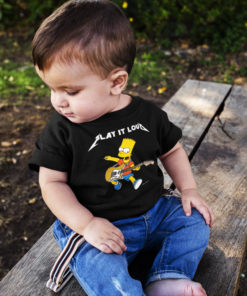 Bébé portant un t-shirt Bart Simpson